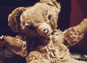 A decapitated teddy bear